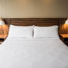 sabana-plana-250-hilos-sateen-stripe-blanca-hotelera